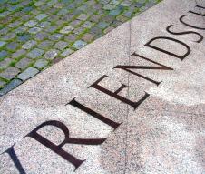 Homomonument in Amsterdam (lettering-detail)