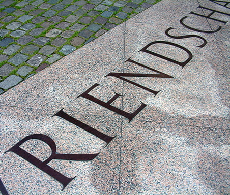 The lettering of the Homomonument was designed by Frank E. Blokland